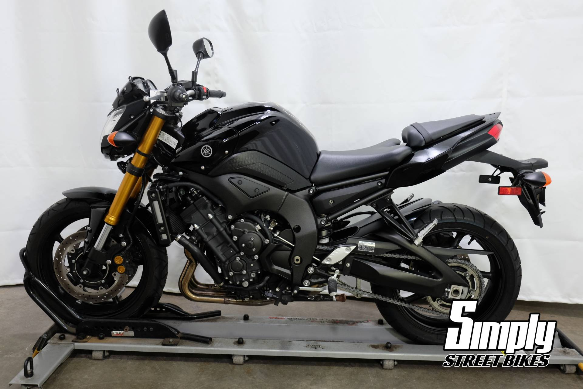 2011 Yamaha FZ8 in Eden Prairie, Minnesota - Photo 5