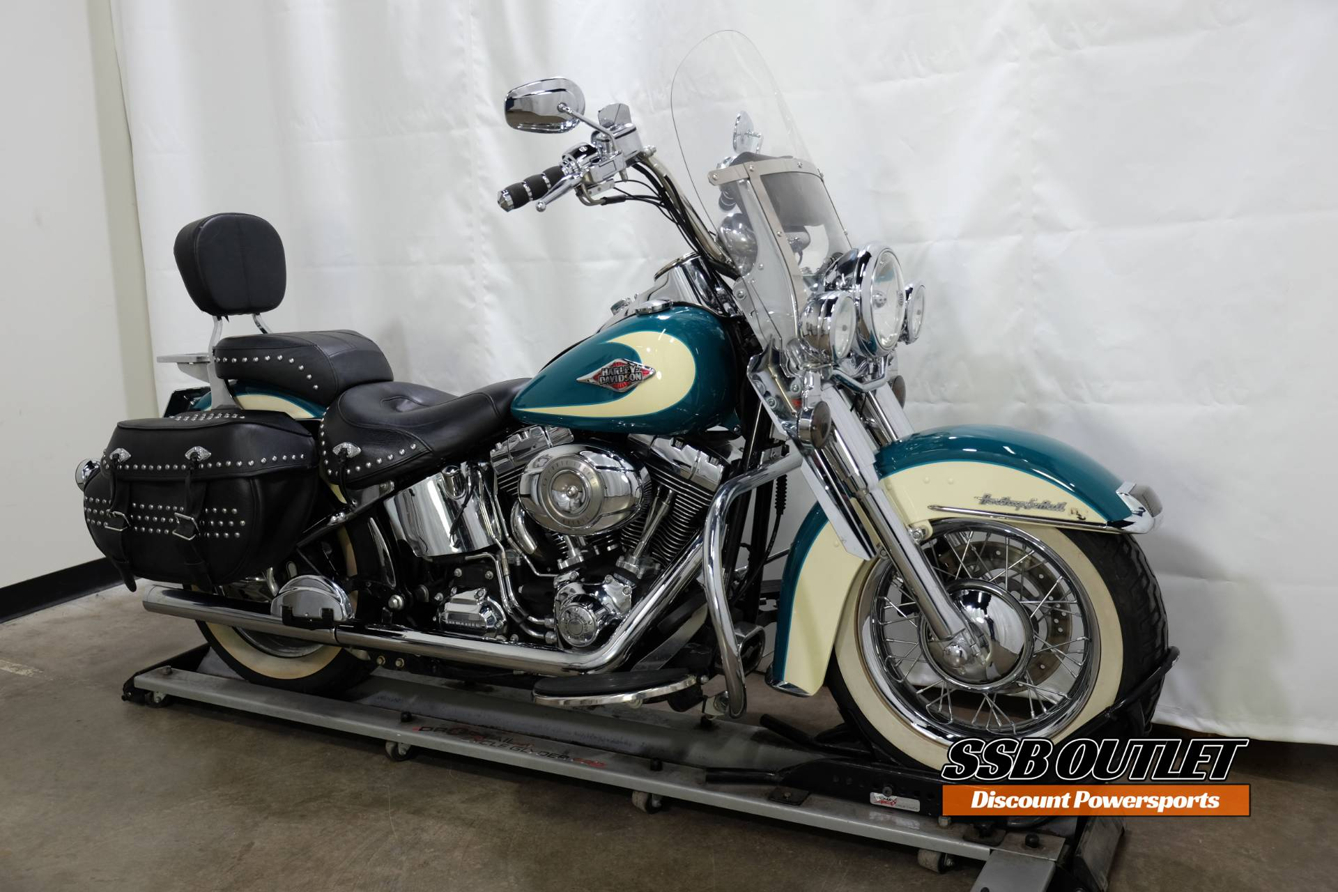 2009 Harley-Davidson Heritage Softail® Classic in Eden Prairie, Minnesota - Photo 2