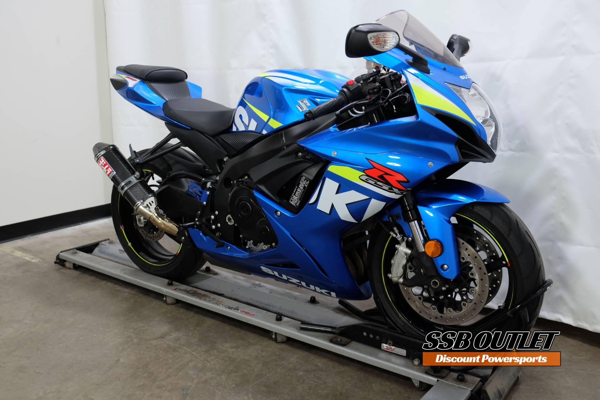 2015 Suzuki GSX-R600 in Eden Prairie, Minnesota - Photo 2