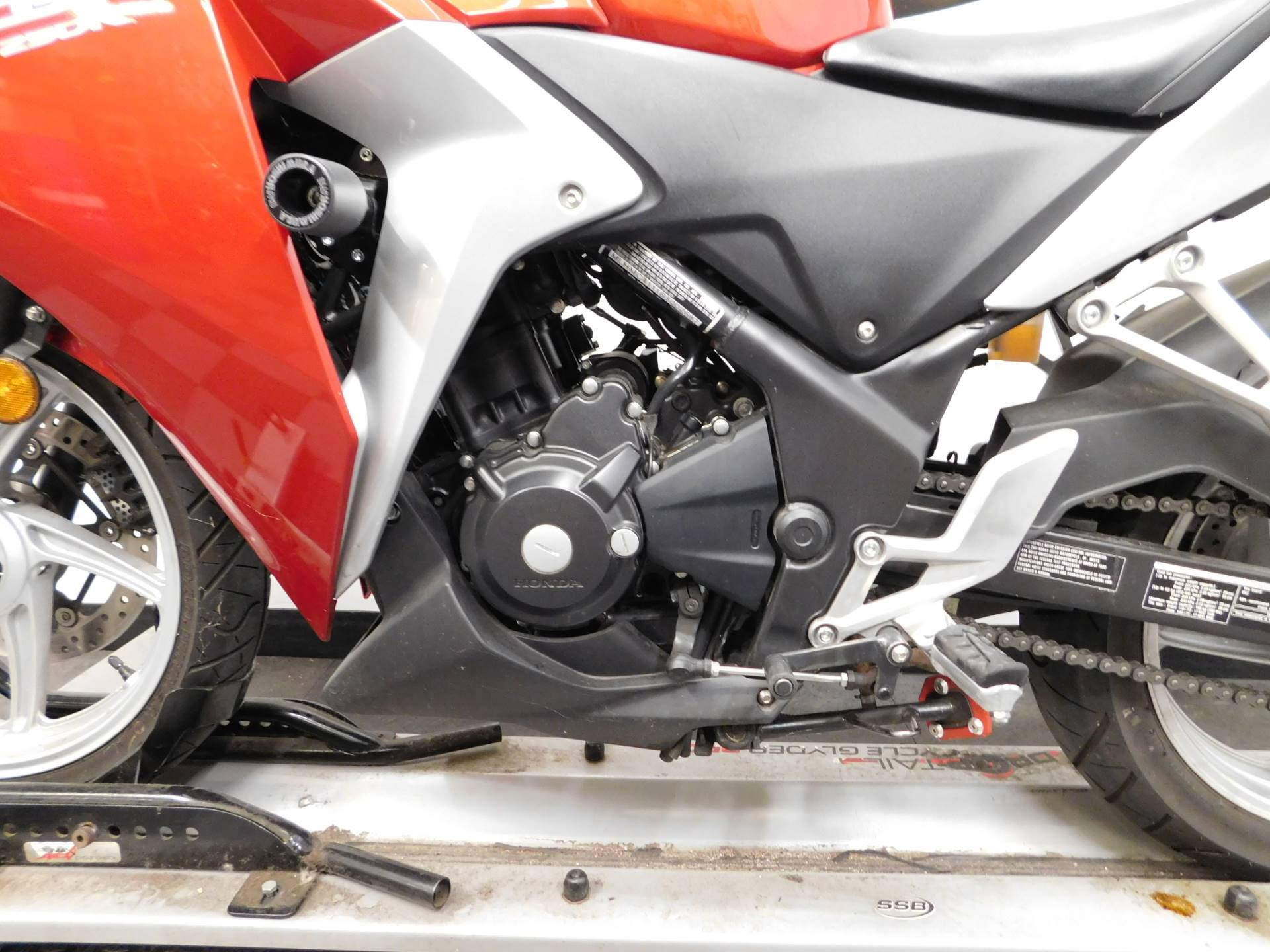 2011 Honda CBR®250R in Eden Prairie, Minnesota - Photo 16