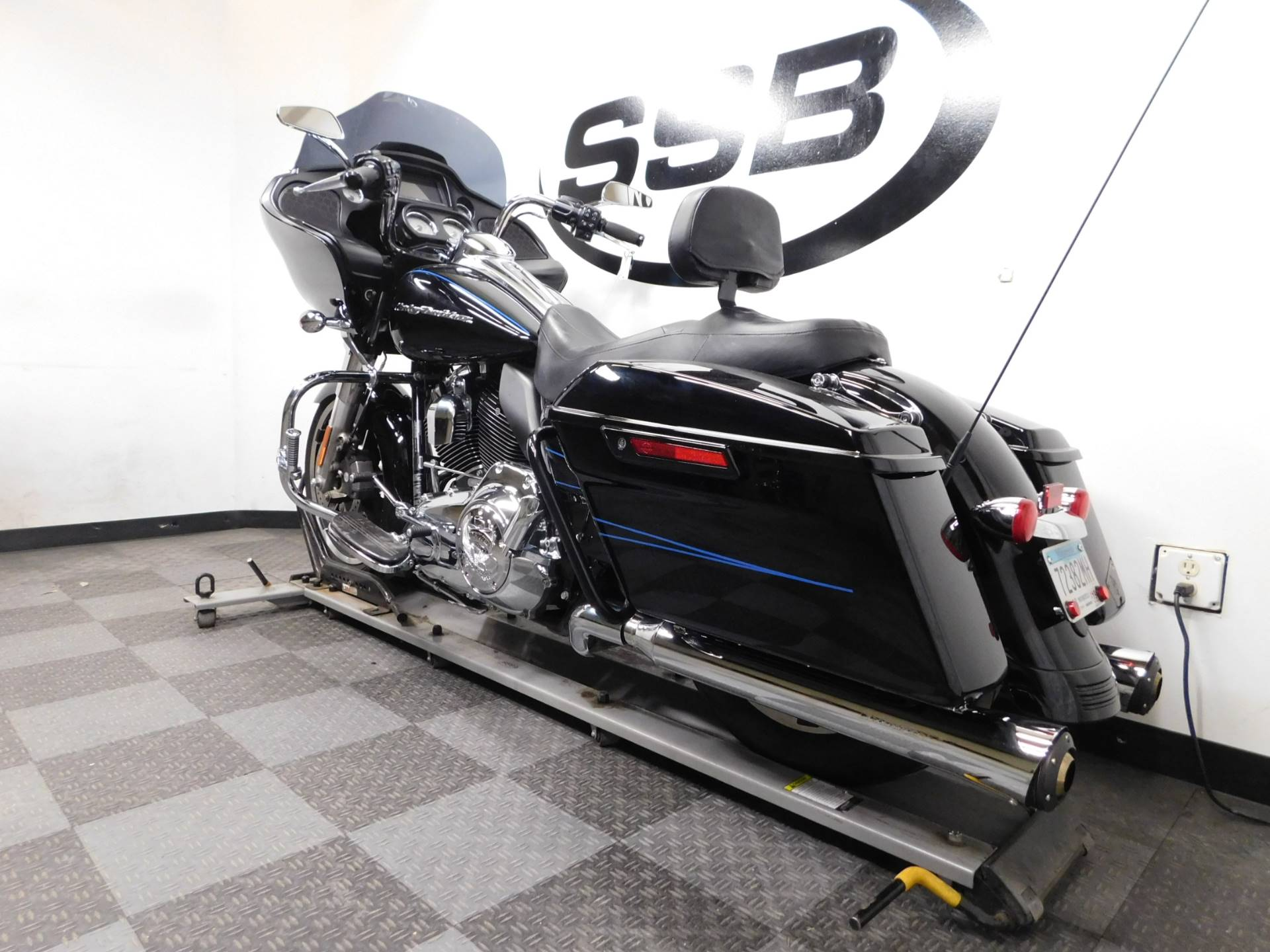 2015 Harley-Davidson Road Glide® in Eden Prairie, Minnesota - Photo 6