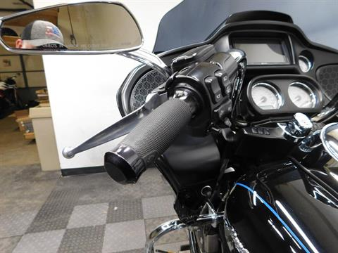 2015 Harley-Davidson Road Glide® in Eden Prairie, Minnesota - Photo 33