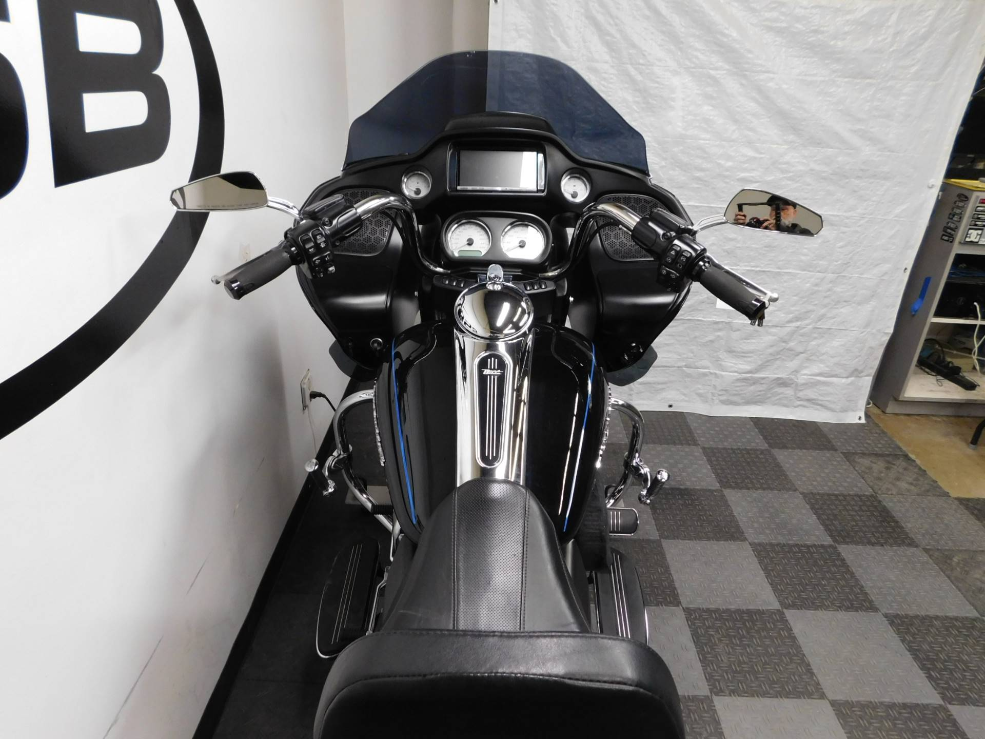 2015 Harley-Davidson Road Glide® in Eden Prairie, Minnesota - Photo 45