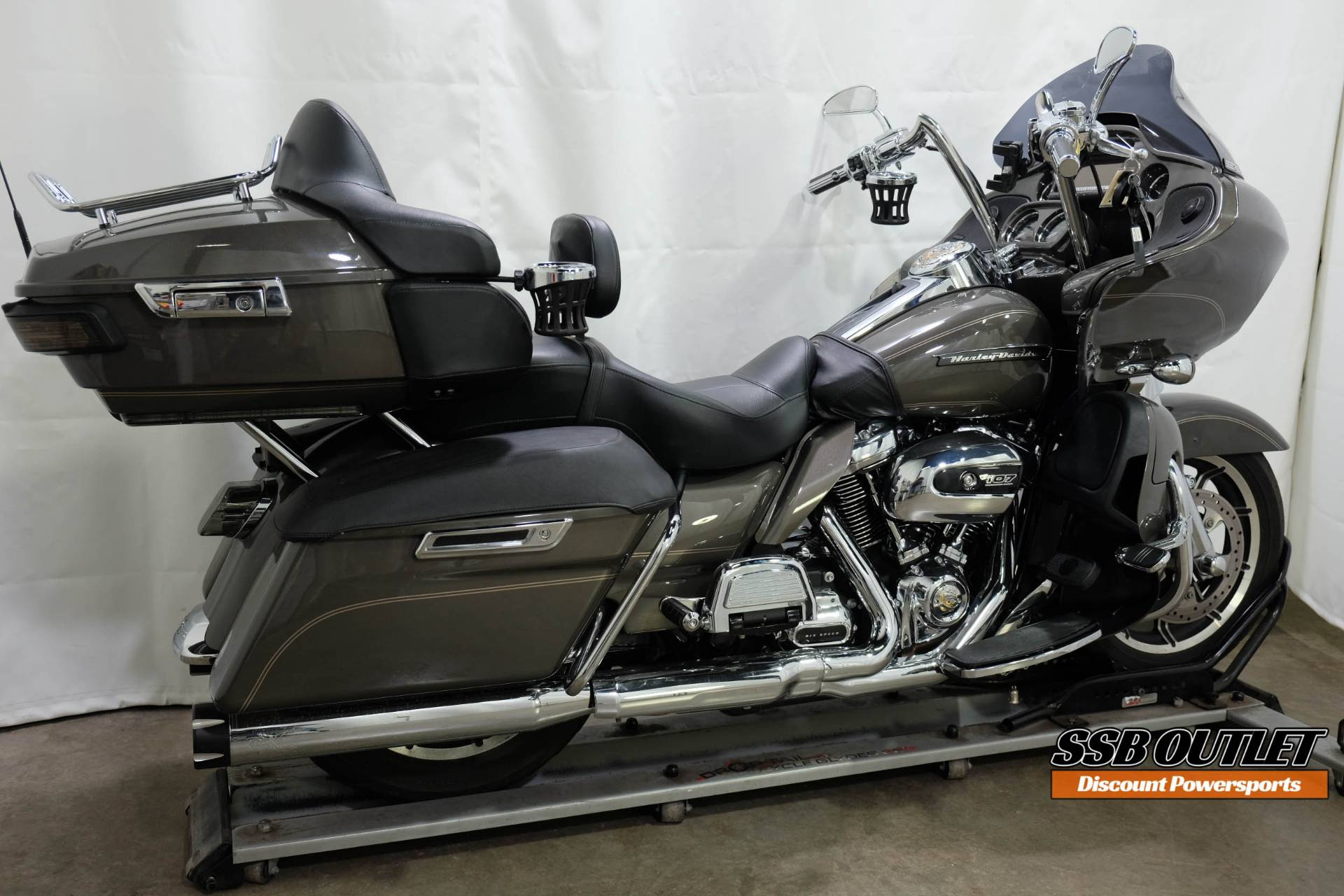 2018 Harley-Davidson Road Glide® Ultra in Eden Prairie, Minnesota - Photo 6