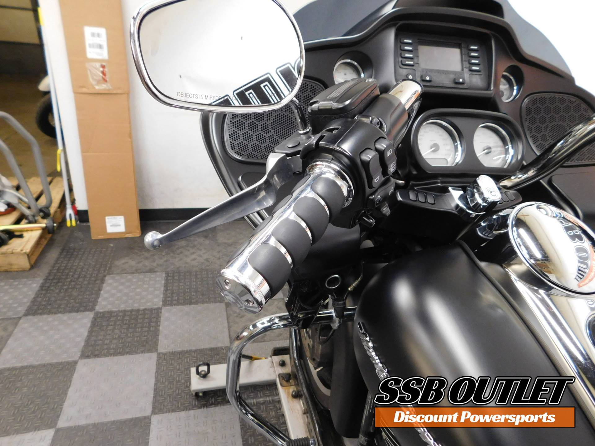 2015 Harley-Davidson Road Glide® in Eden Prairie, Minnesota - Photo 8