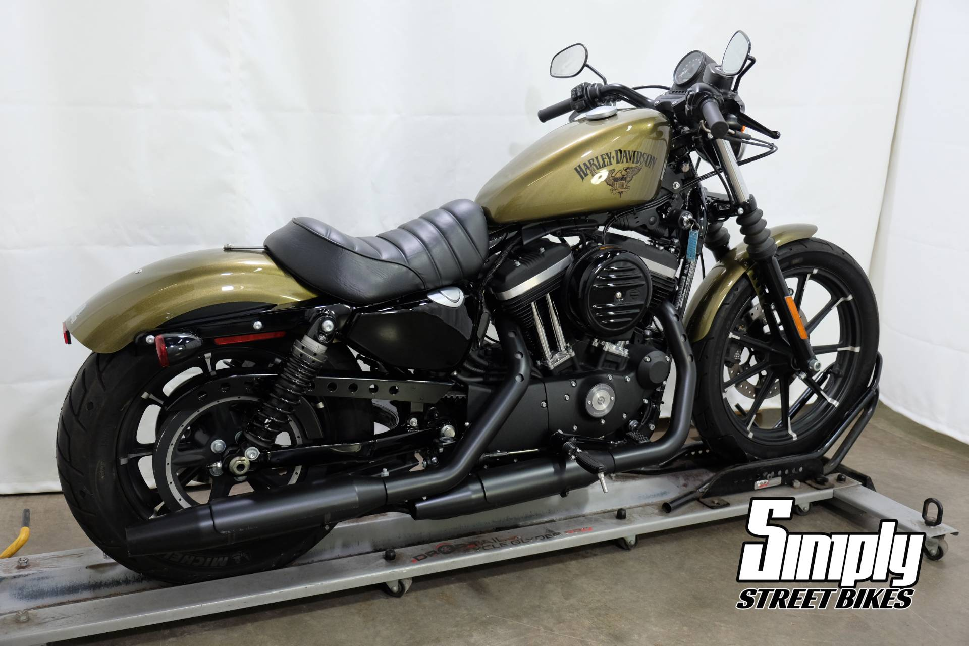 2016 Harley-Davidson Iron 883 in Eden Prairie, Minnesota - Photo 8