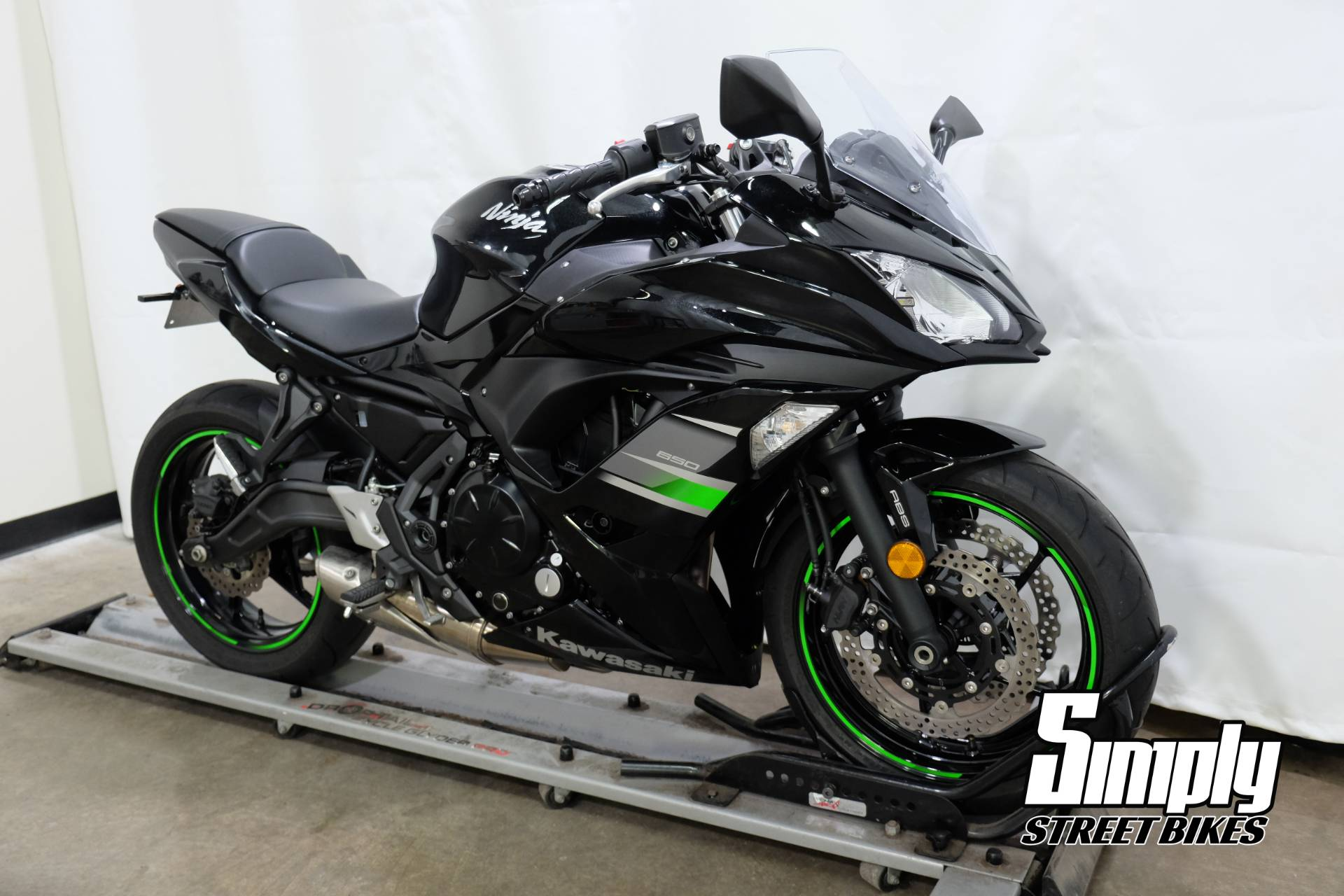 2019 Kawasaki Ninja 650 in Eden Prairie, Minnesota - Photo 2