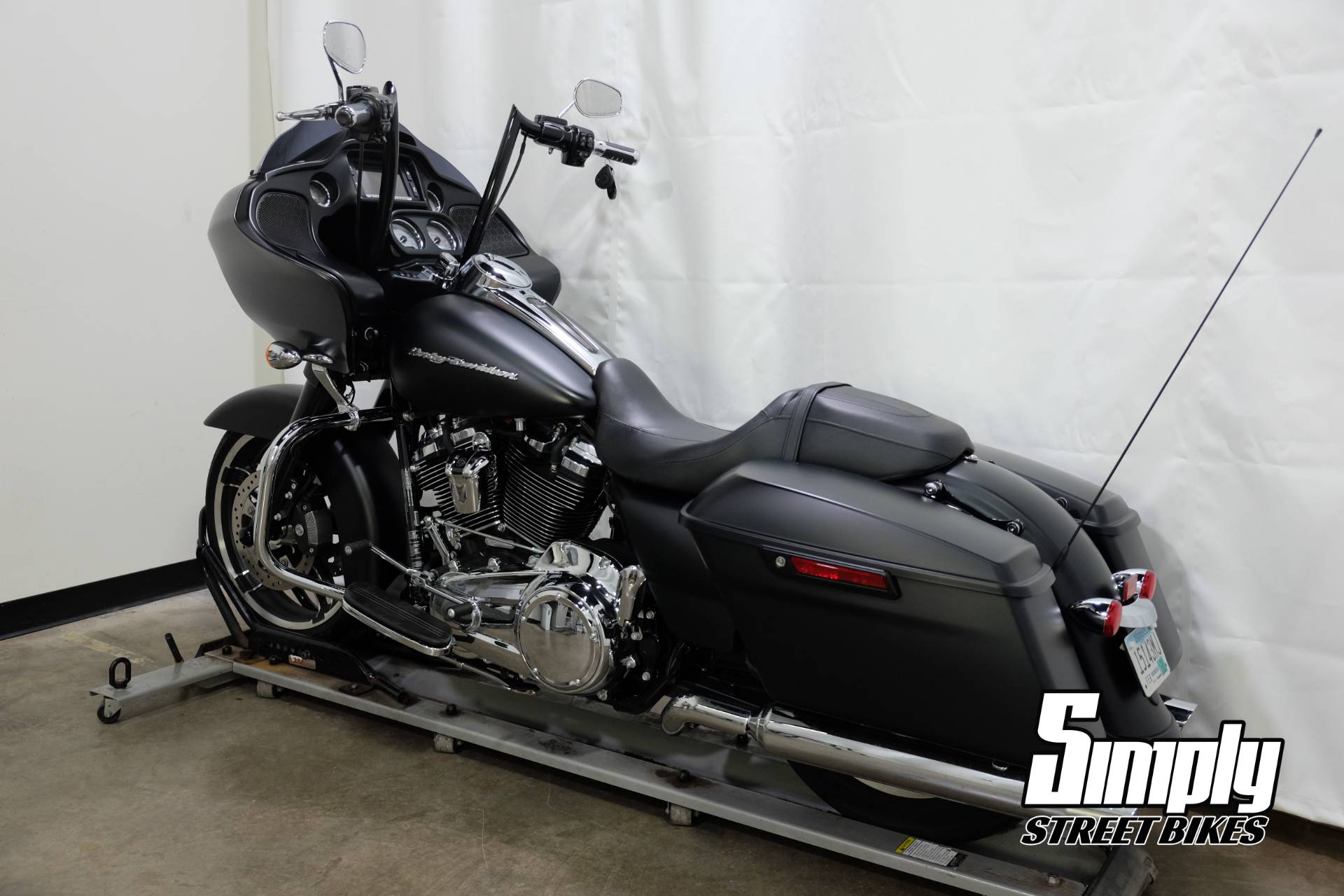 2017 Harley-Davidson Road Glide® Special in Eden Prairie, Minnesota - Photo 6