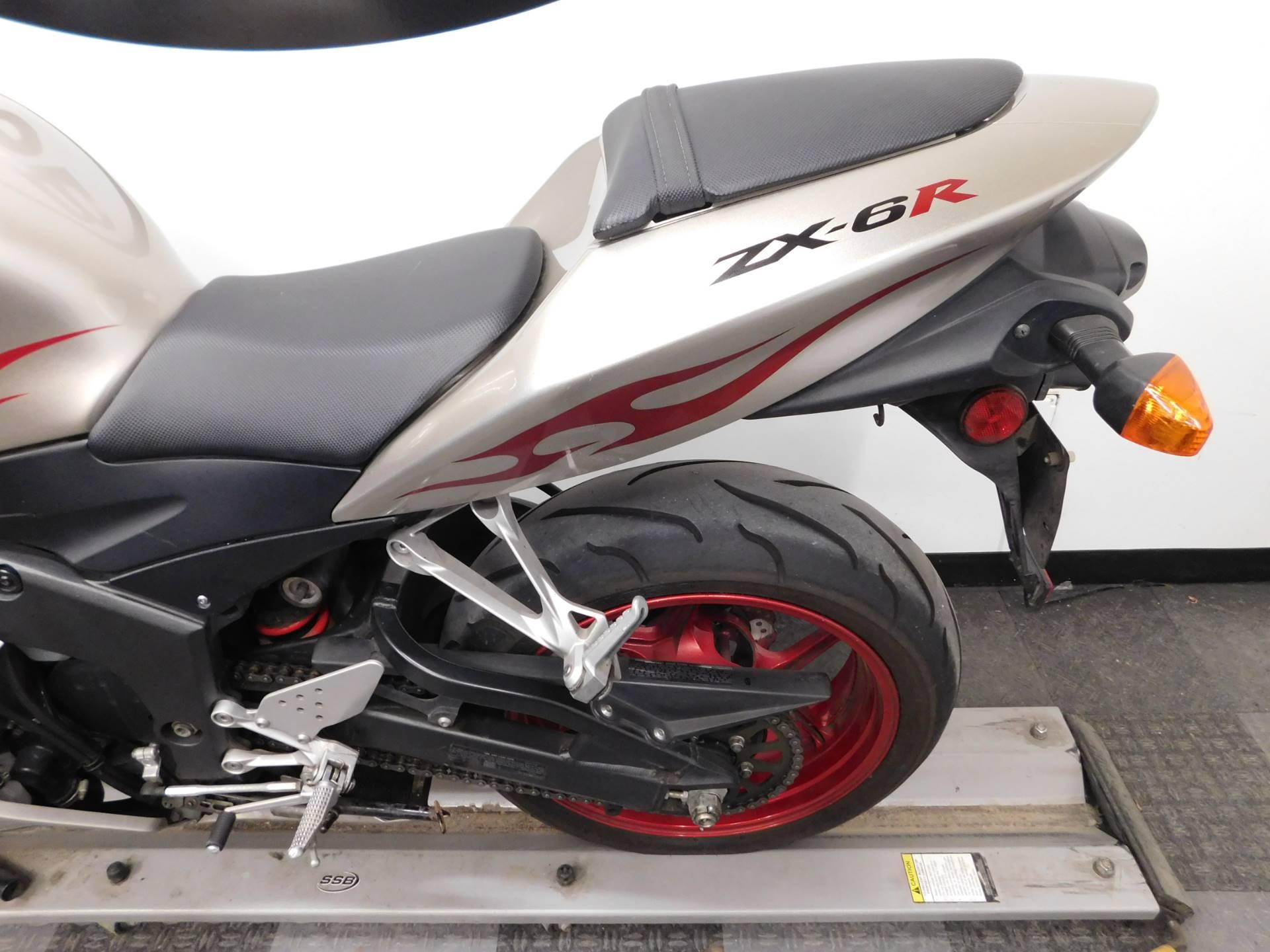 2006 Kawasaki ZX6R 11