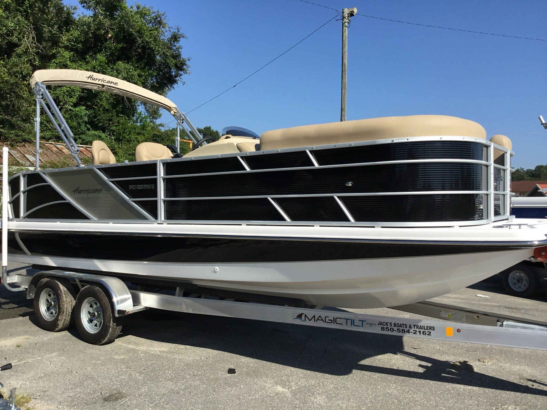 2018 Hurricane Fundeck 236 WB OB in Perry, Florida