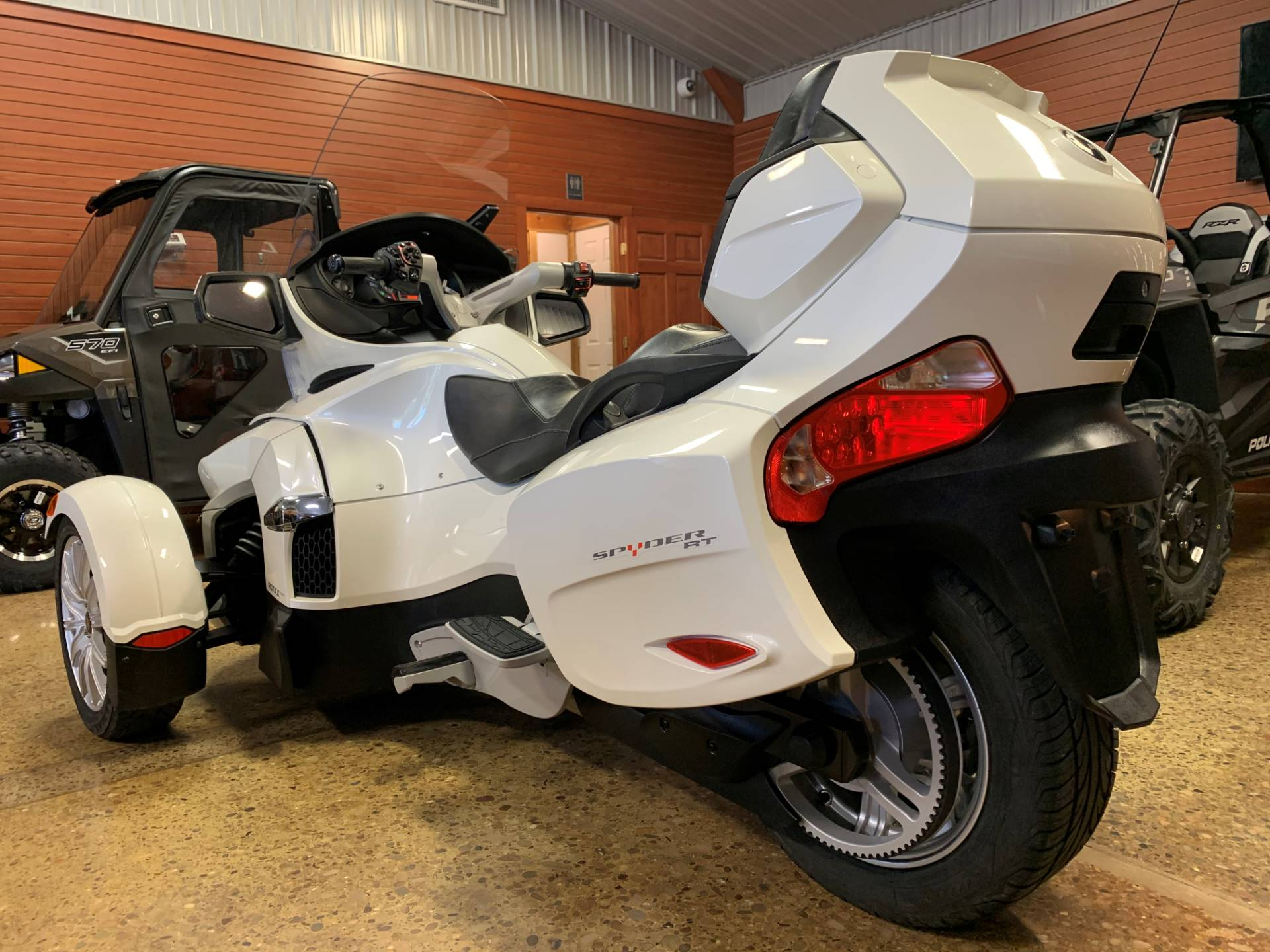 2017 Can-Am Spyder RT SE6 in Chicora, Pennsylvania - Photo 2