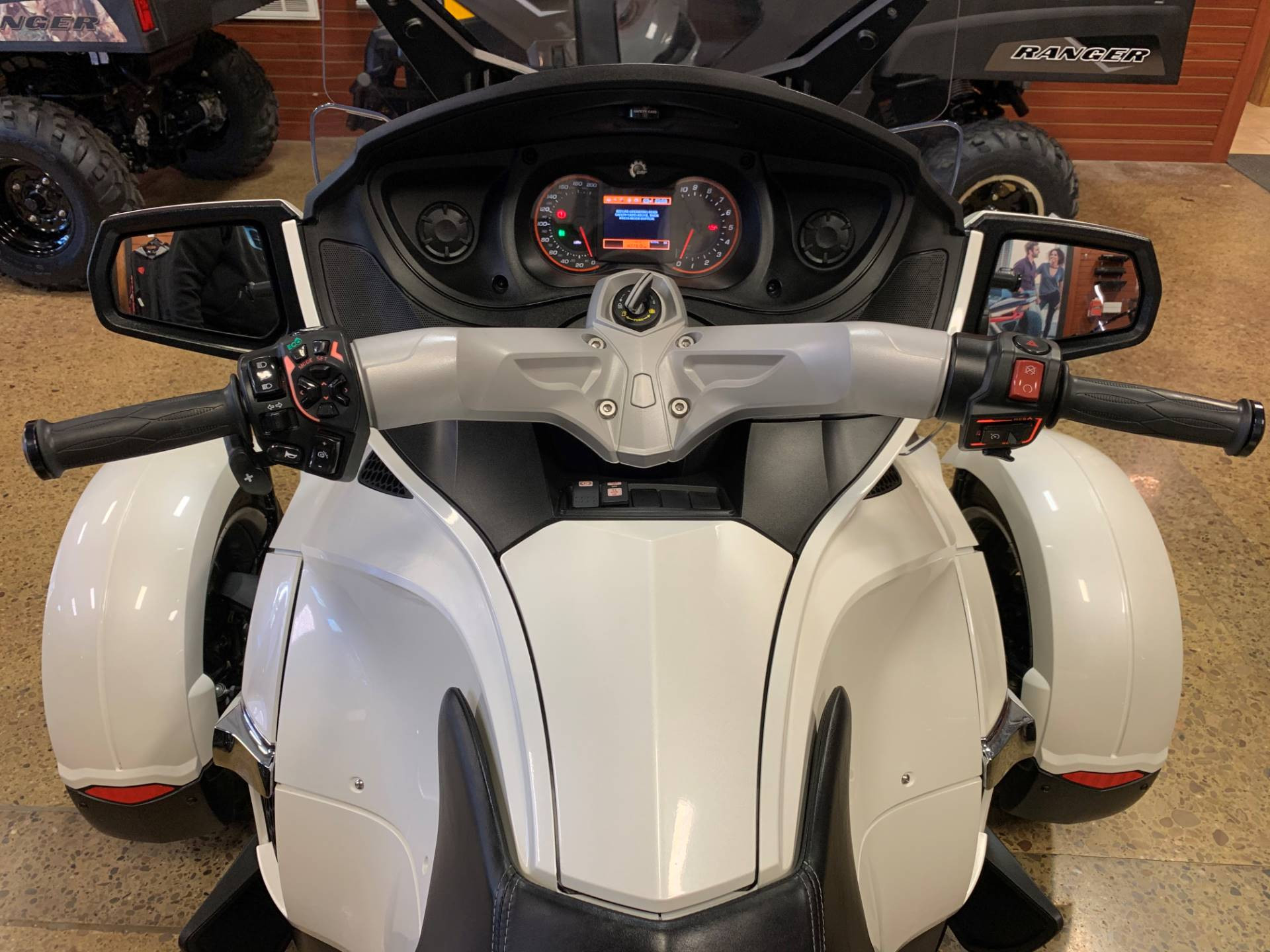 2017 Can-Am Spyder RT SE6 in Chicora, Pennsylvania - Photo 10
