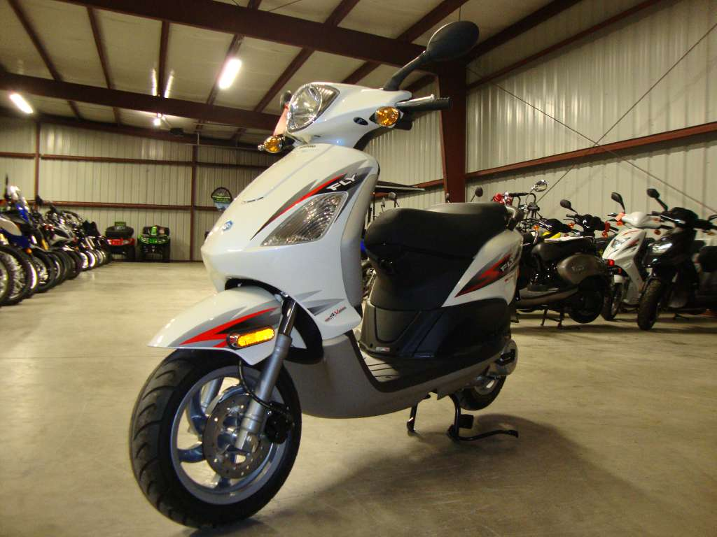 2012 Piaggio Fly 50 4V in Francis Creek, Wisconsin - Photo 8