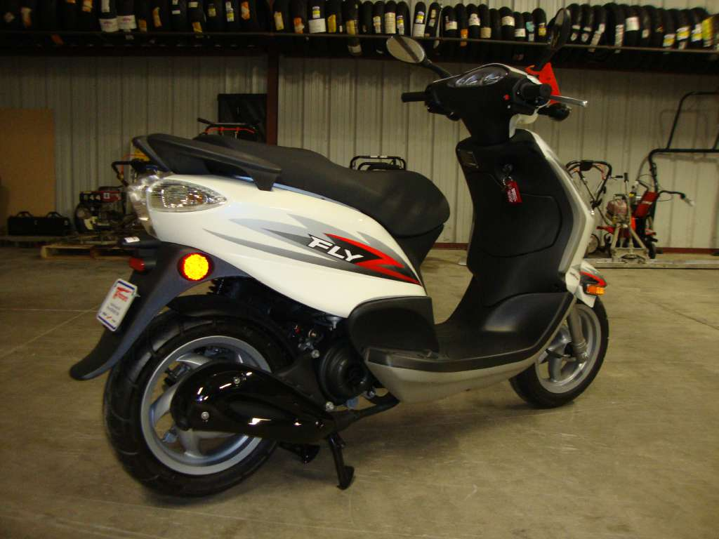 new 2012 piaggio fly 50 4v scooters in francis creek wi. Black Bedroom Furniture Sets. Home Design Ideas