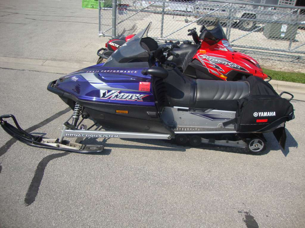 2002 Yamaha Vmax 600 ER in Francis Creek, Wisconsin