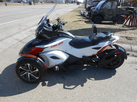 2015 Can-Am Spyder® ST-S Special Series SE5 in Howell, Michigan