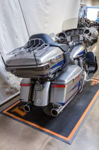 2017 Harley-Davidson CVO™ Limited in Syracuse, New York - Photo 3