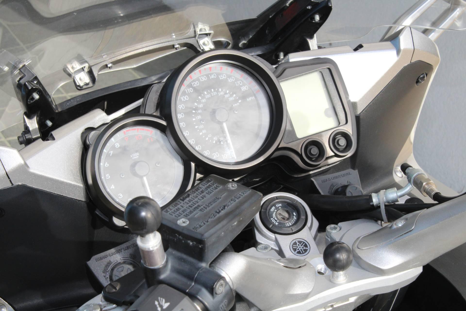 2010 Yamaha FJR1300A 10