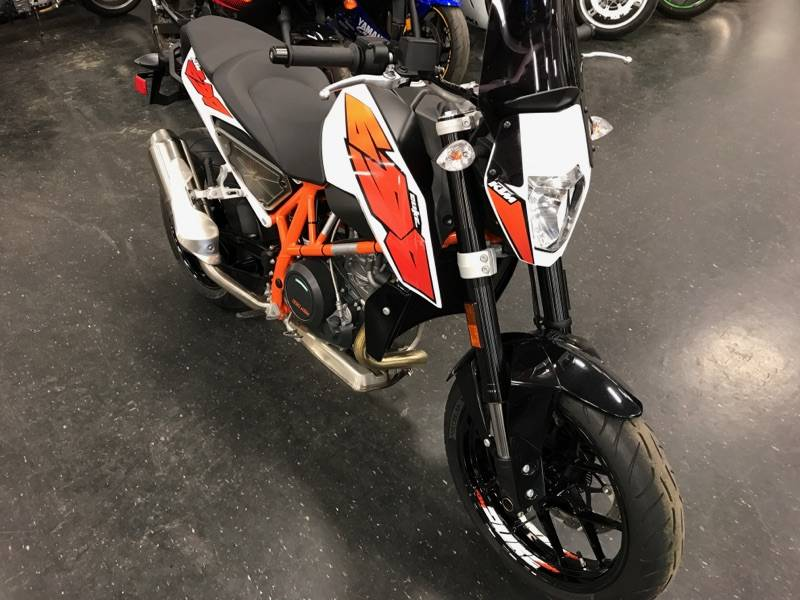 2015 KTM 690 Duke ABS in Johnstown, Pennsylvania