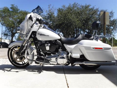 2017 Harley-Davidson Street Glide® Special in Stuart, Florida - Photo 5