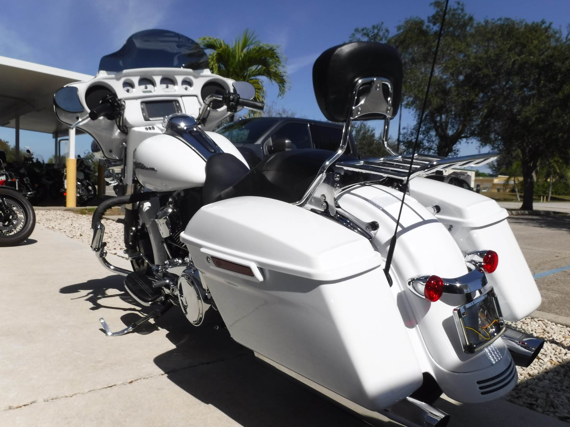 2017 Harley-Davidson Street Glide® Special in Stuart, Florida - Photo 6
