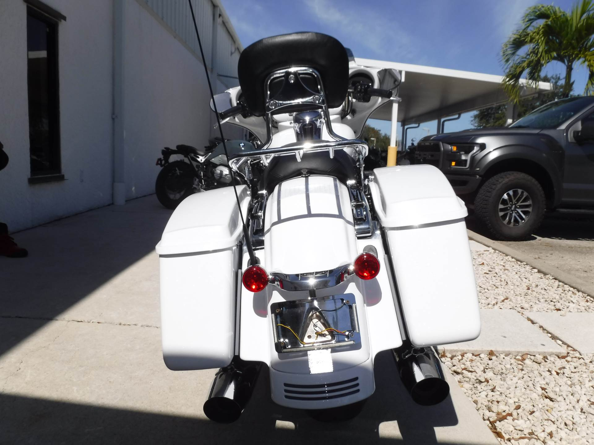 2017 Harley-Davidson Street Glide® Special in Stuart, Florida - Photo 7