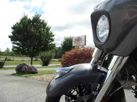 2019 Indian Chieftain® ABS in Waynesville, North Carolina - Photo 14