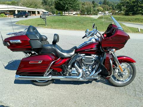2015 Harley-Davidson CVO™ Road Glide® Ultra in Waynesville, North Carolina