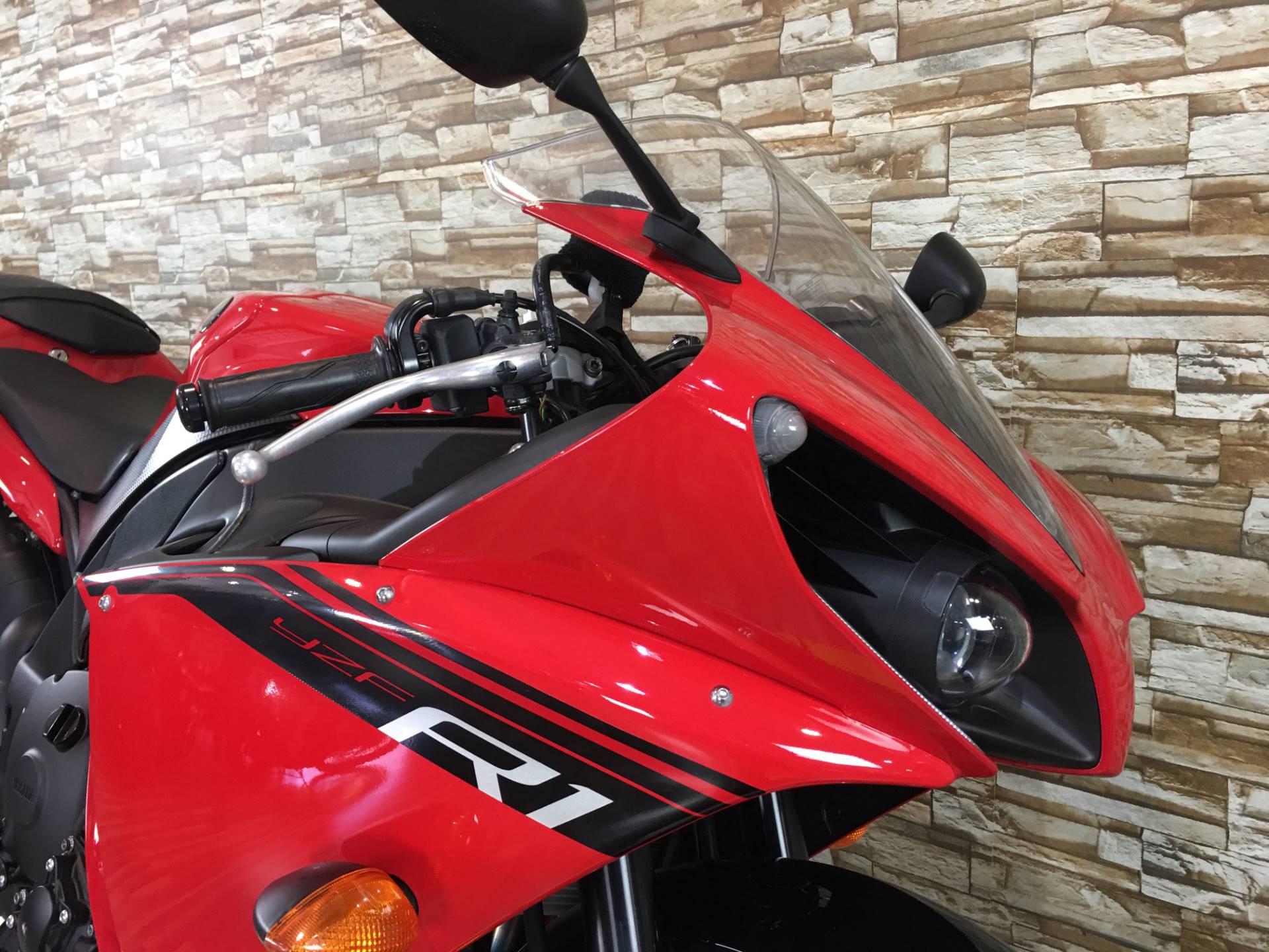 2014 Yamaha YZF-R1 9