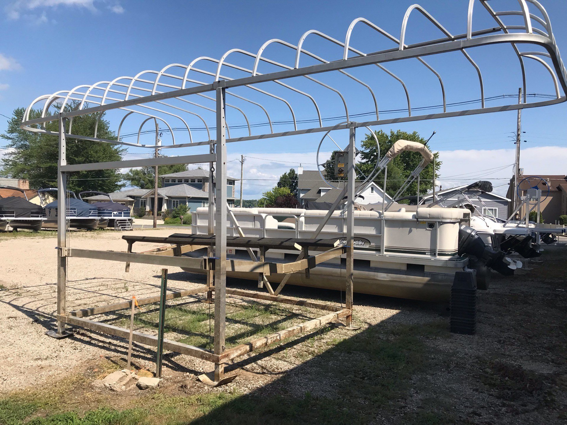 2000 SHOREMASTER - Manufacturers 38966 boat lift in Coloma, Michigan - Photo 2