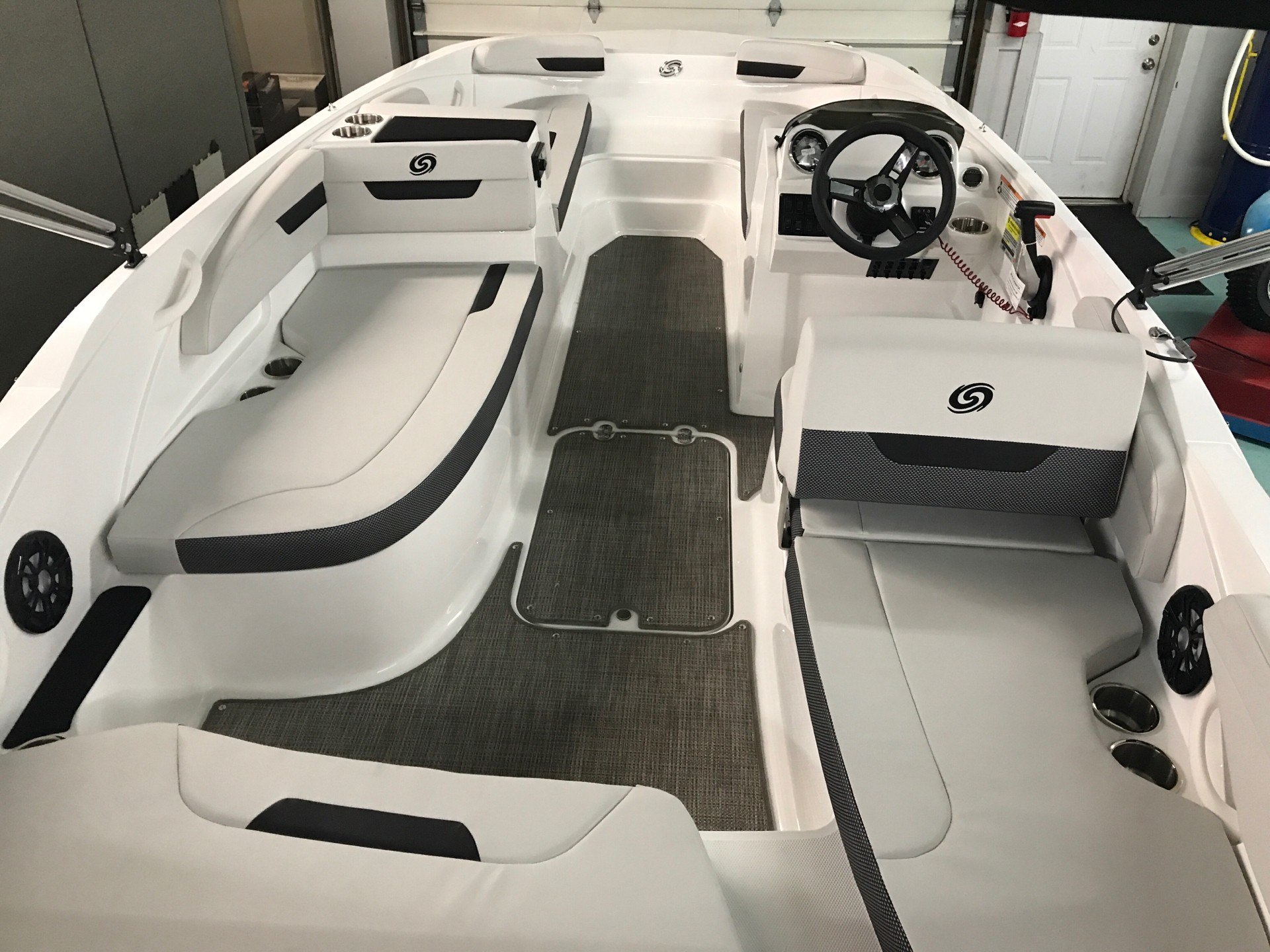 2020 Hurricane Sun Deck Sport 185 in Coloma, Michigan - Photo 6