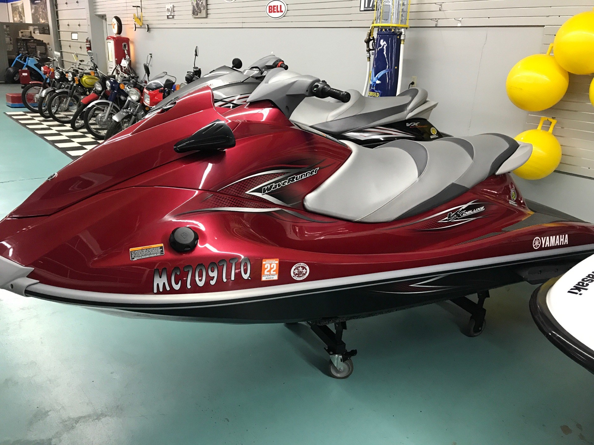 2013 Yamaha VX® Deluxe in Coloma, Michigan - Photo 2