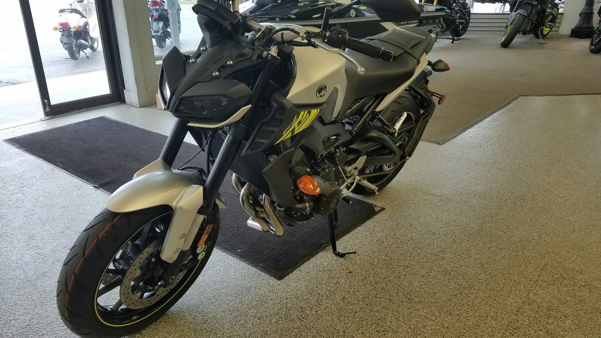 2017 Yamaha FZ-09 4