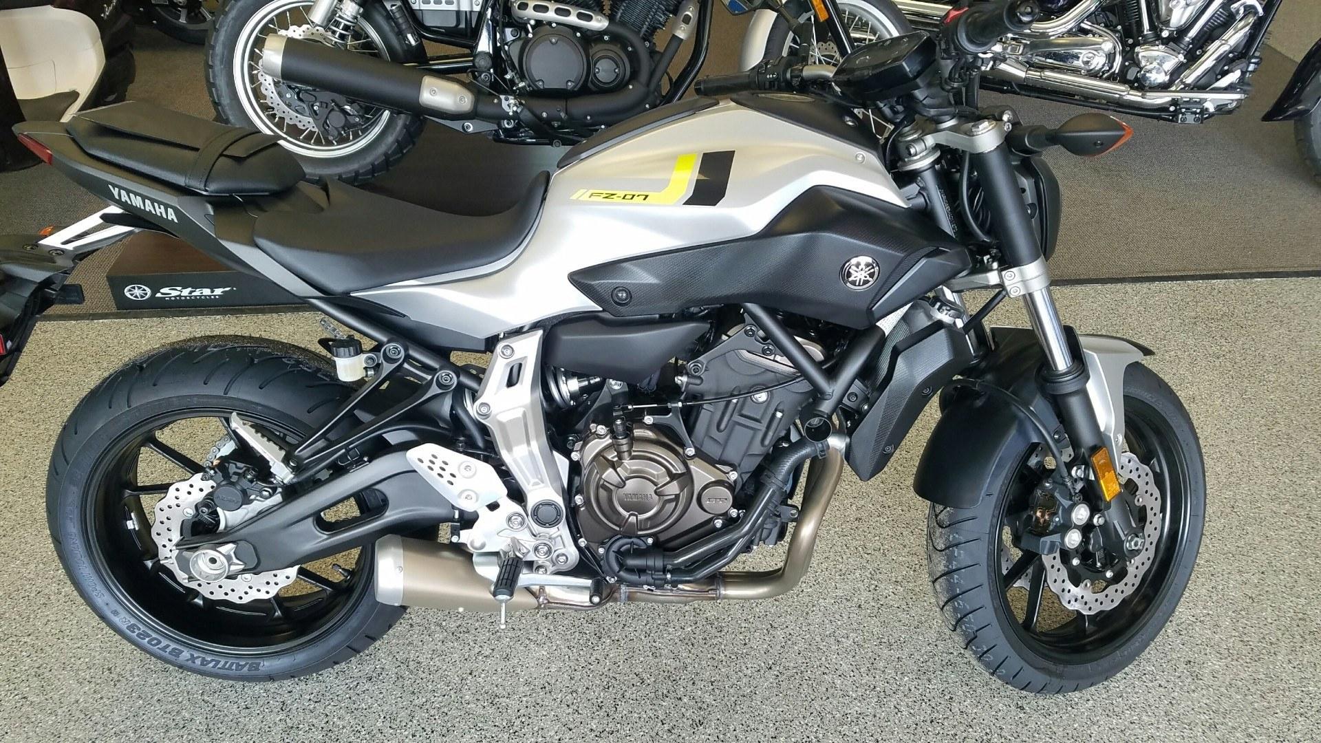 2017 Yamaha FZ-07 1
