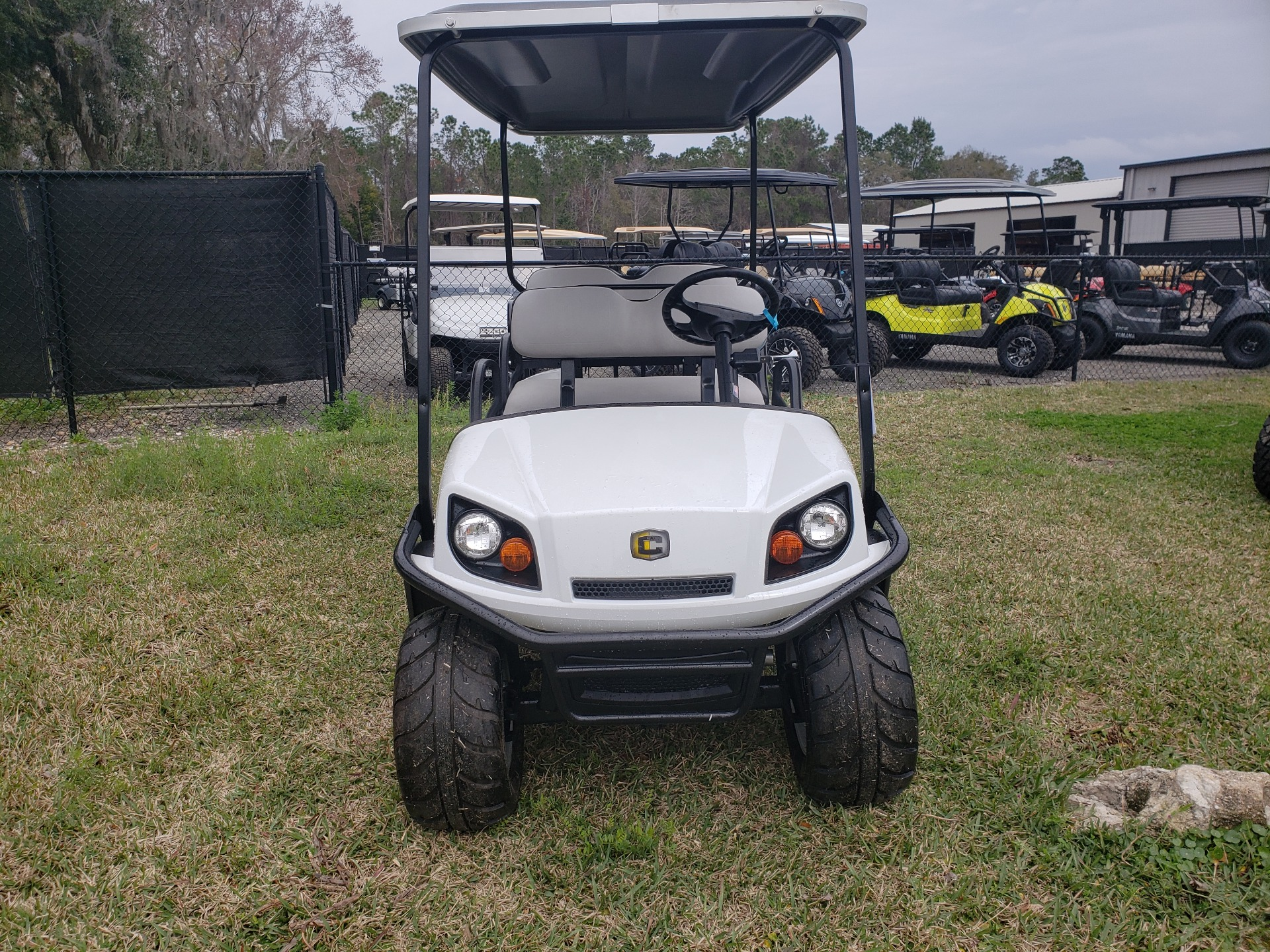 2021 Cushman Shuttle 6 EFI GAS in Fernandina Beach, Florida - Photo 2