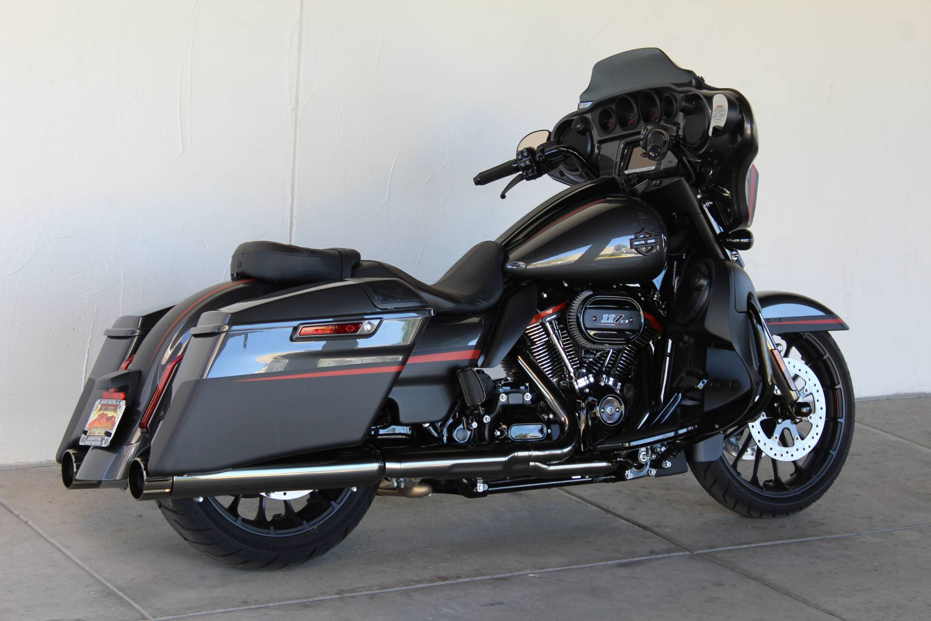 2018 Harley-Davidson CVO™ Street Glide® in Apache Junction, Arizona