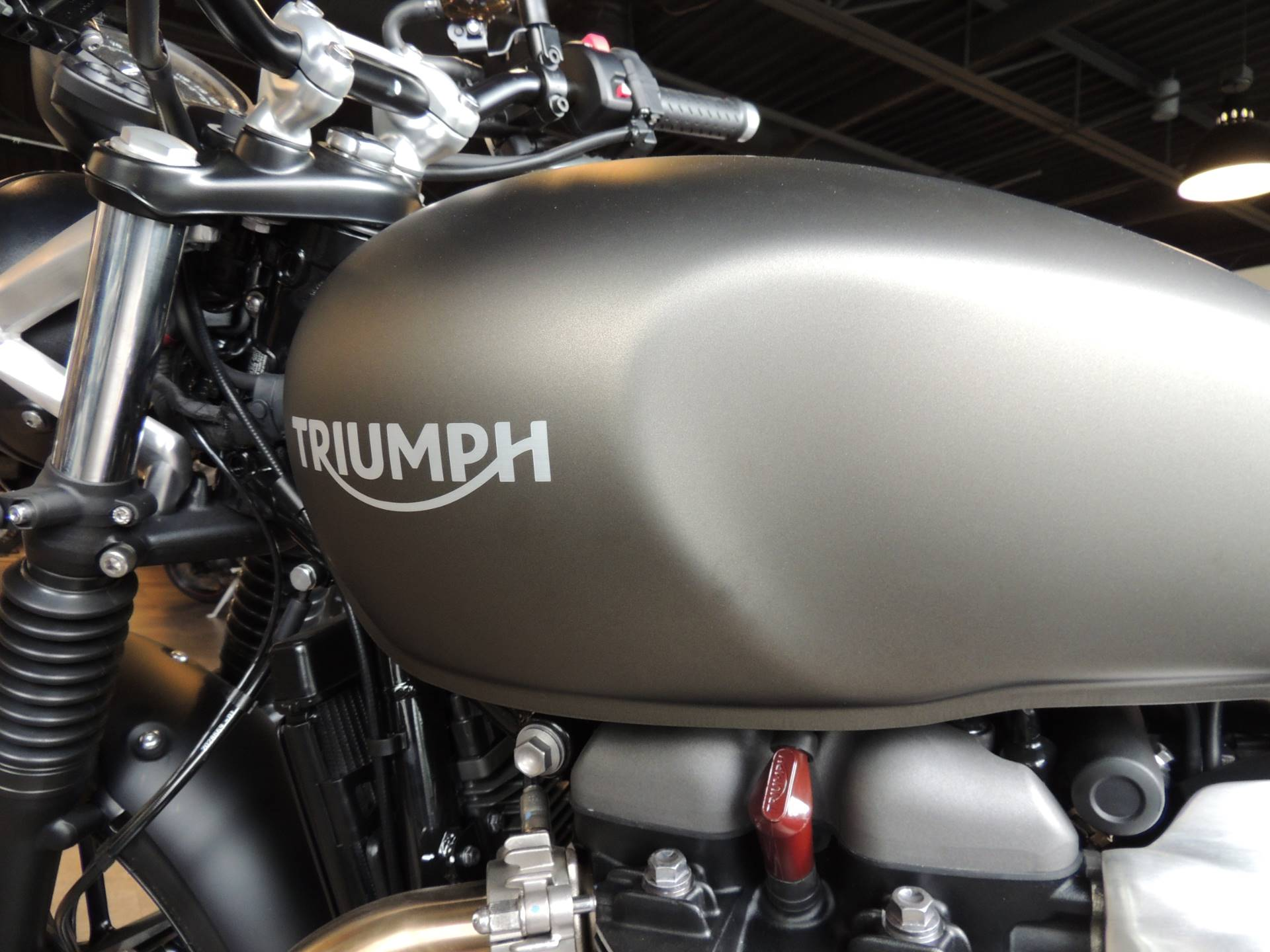 2020 Triumph Street Twin 900 in Shelby Township, Michigan - Photo 10