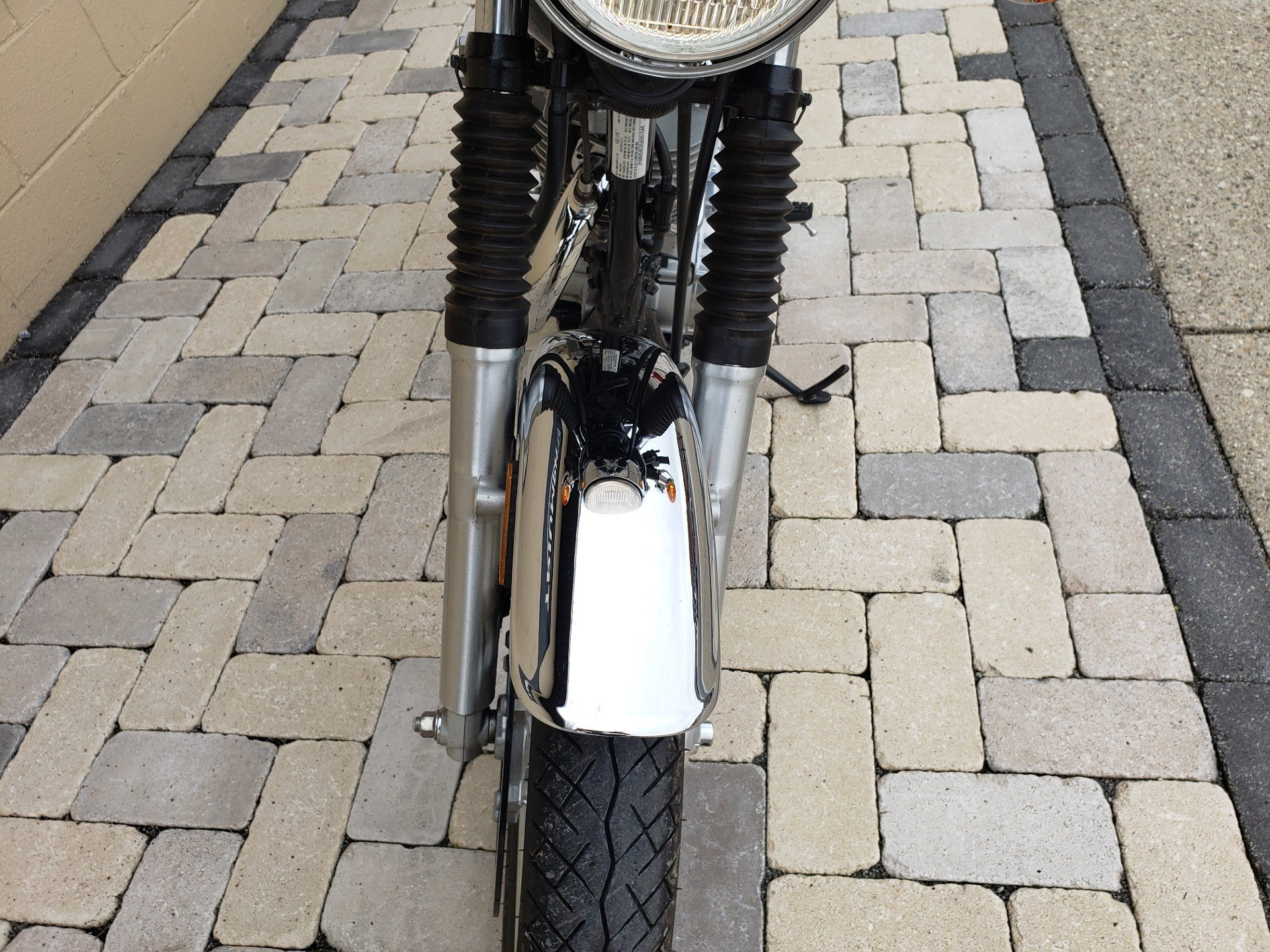 2016 Yamaha SR400 in Shelby Township, Michigan - Photo 11