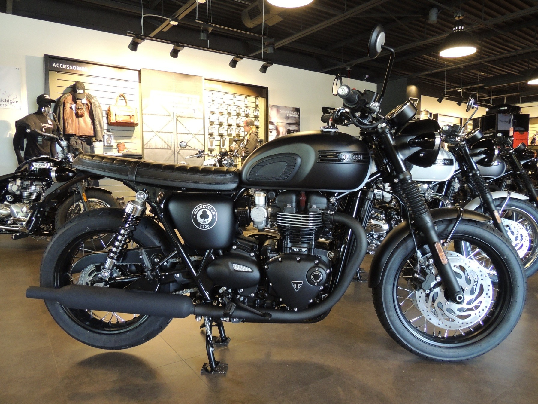 2020 Triumph Bonneville T120 ACE in Shelby Township, Michigan - Photo 2