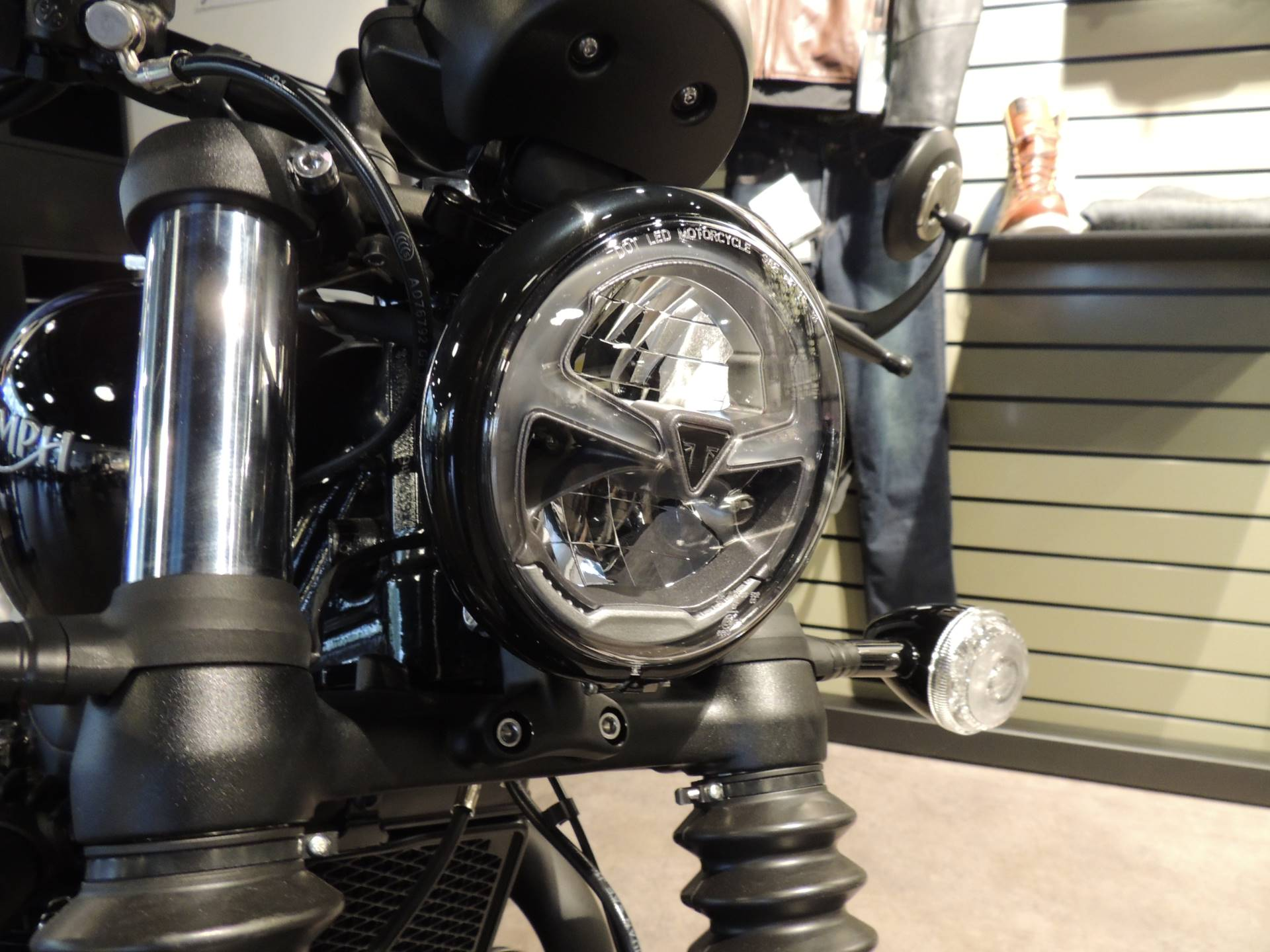 2019 Triumph Bonneville Bobber Black in Shelby Township, Michigan - Photo 8