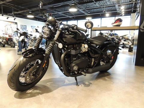2019 Triumph Bonneville Bobber Black in Shelby Township, Michigan - Photo 2
