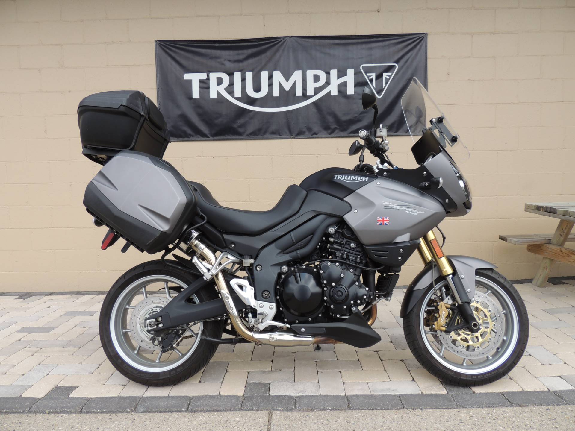 2011 Triumph Tiger 1050 ABS SE in Shelby Township, Michigan - Photo 1