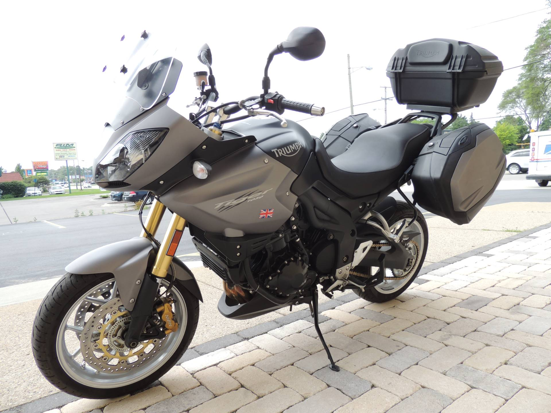 2011 Triumph Tiger 1050 ABS SE in Shelby Township, Michigan - Photo 2