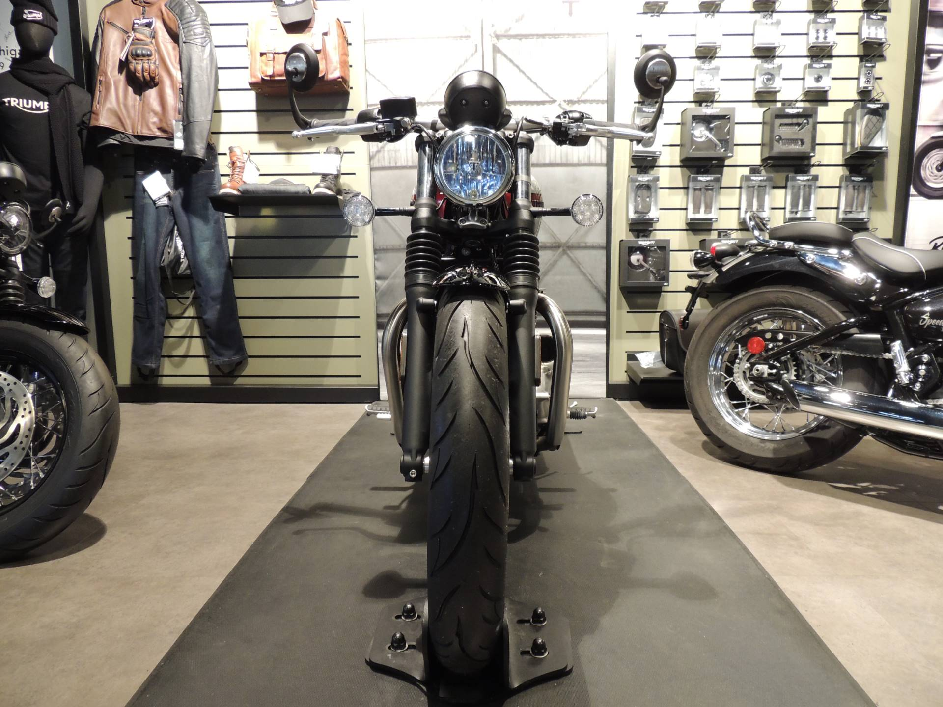 2019 Triumph Bonneville Bobber in Shelby Township, Michigan - Photo 8