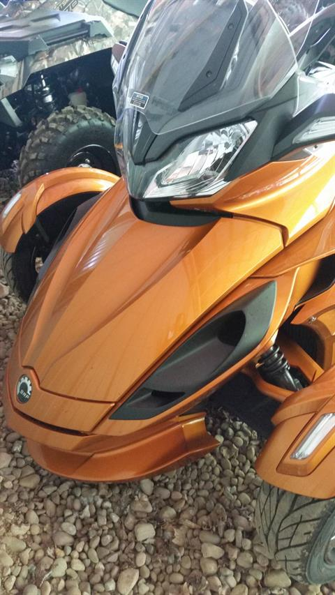 2014 Can-Am Spyder® ST-S SE5 in Phoenix, New York
