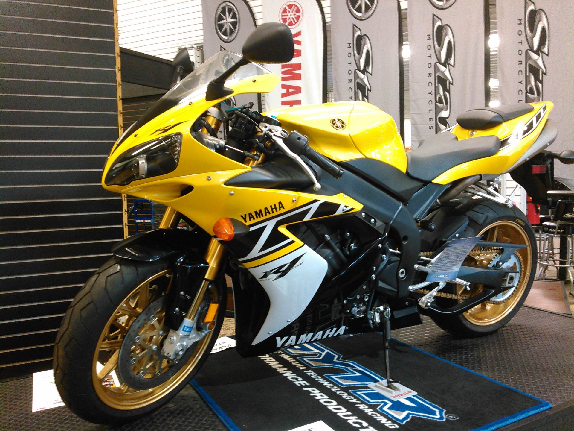 New 2006 yamaha r1 le motorcycles in yellow for sale for Yamaha installment financing