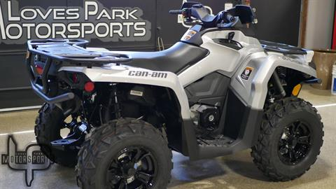 2019 Can-Am Outlander XT 570 in Roscoe, Illinois - Photo 2