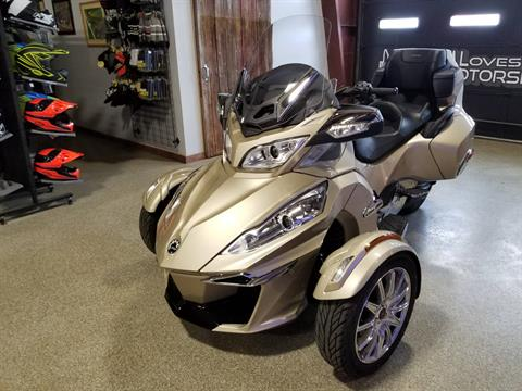2017 Can-Am Spyder RT Limited in Roscoe, Illinois