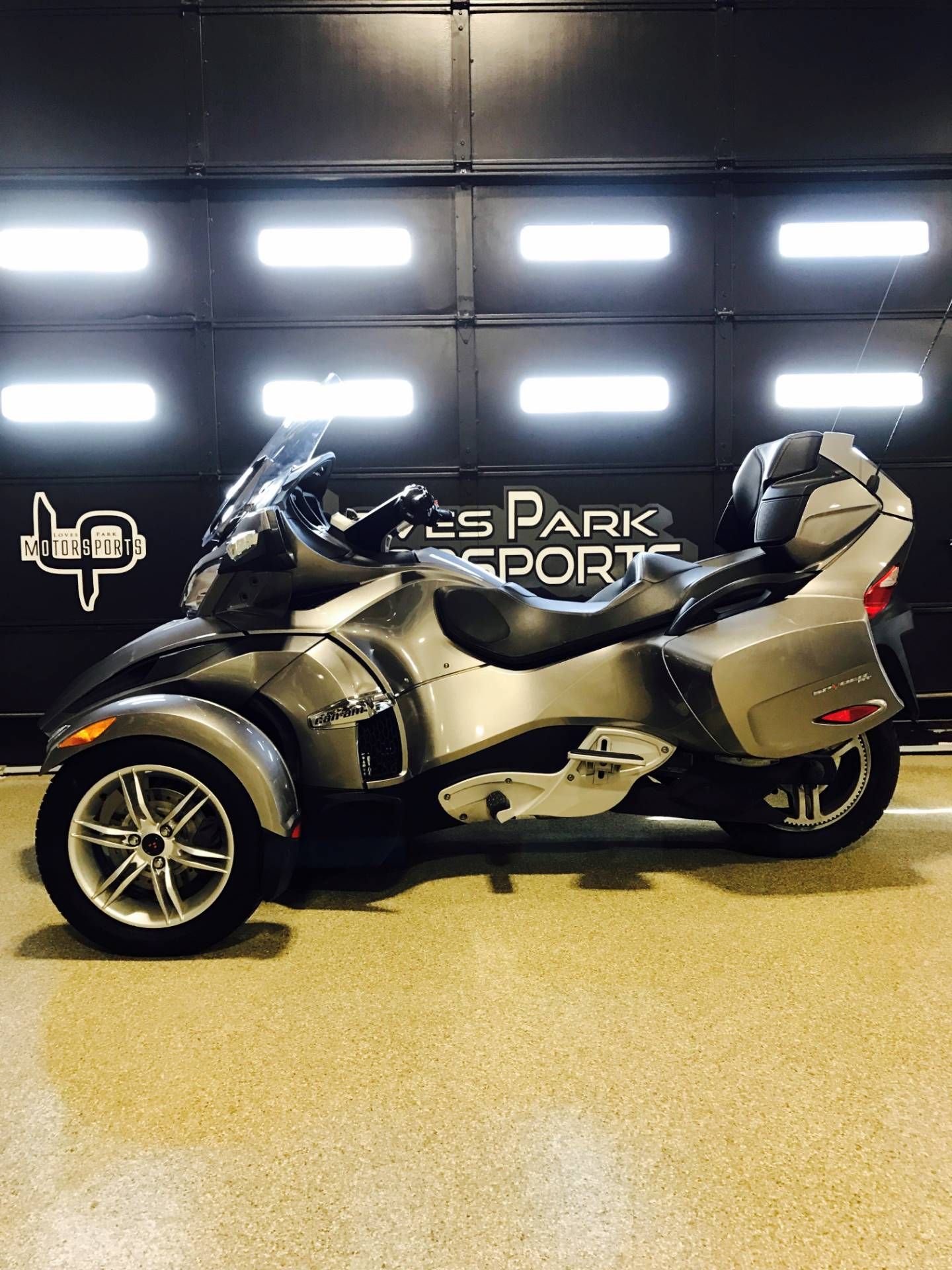2012 Can-Am Spyder® RT Audio & Convenience SE5 in Roscoe, Illinois