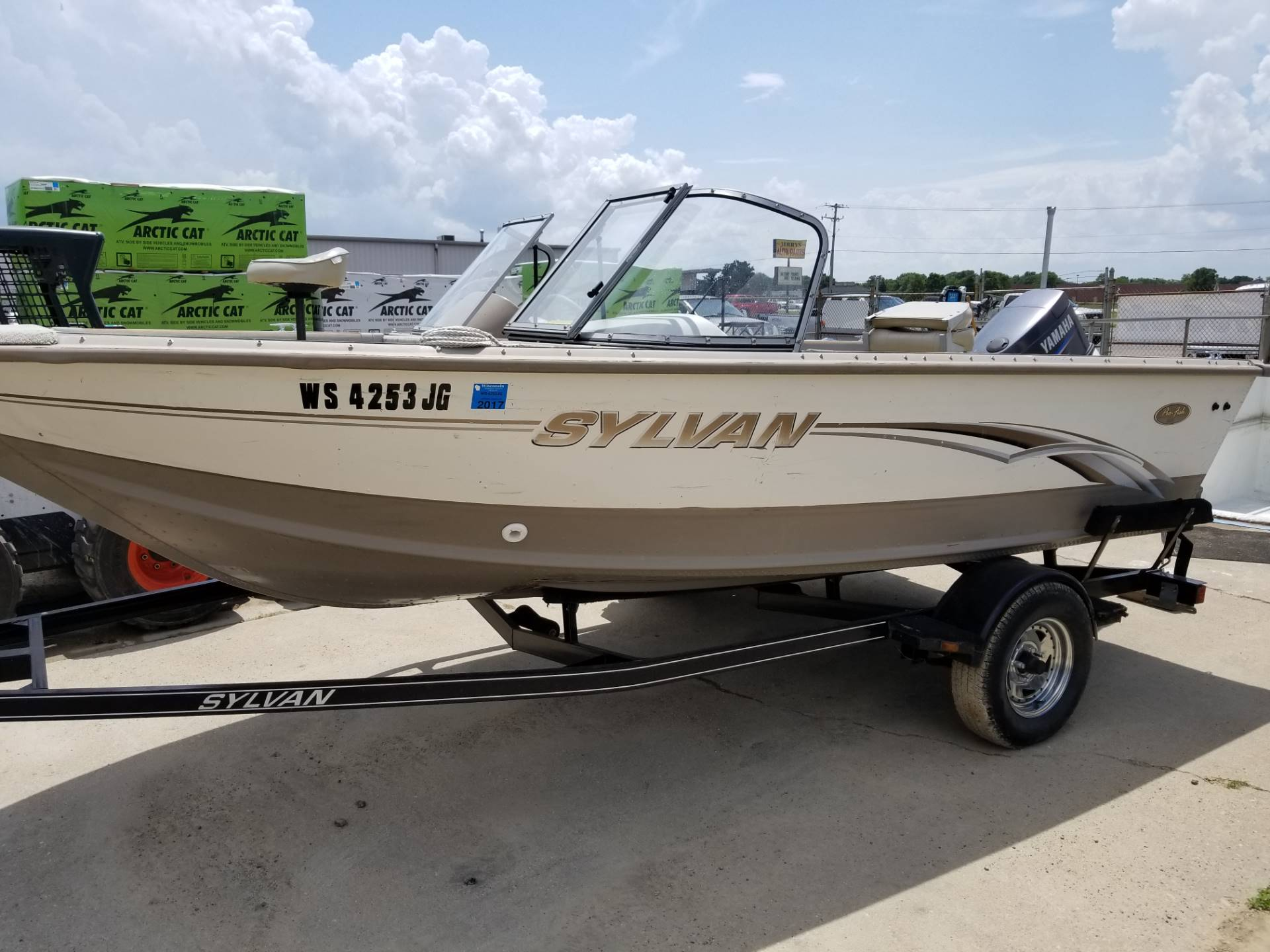 2003 Sylvan PRO FISH DC1600 in Roscoe, Illinois
